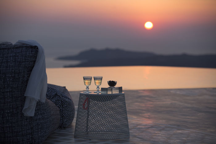 five-reasons-to-get-married-in-santorini-2
