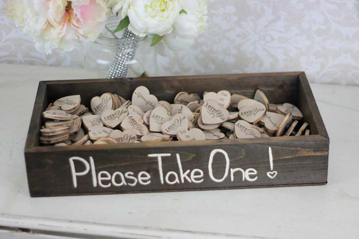 10-amusing-wedding-gifts-your-guests-will-adore-9