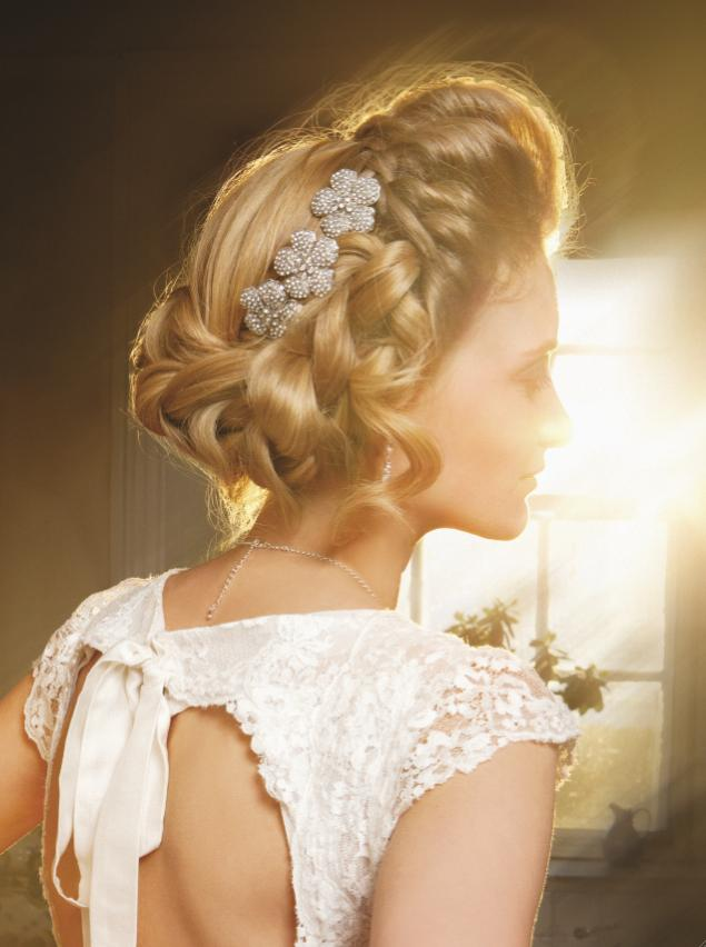 10-bridal-hairstyles-for-a-summer-wedding-5