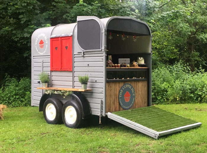 converted-horsebox-wedding-businesses-in-the-uk-8