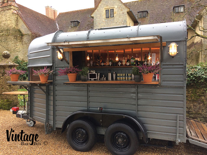 converted-horsebox-wedding-businesses-in-the-uk-10
