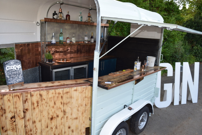 converted-horsebox-wedding-businesses-in-the-uk-11