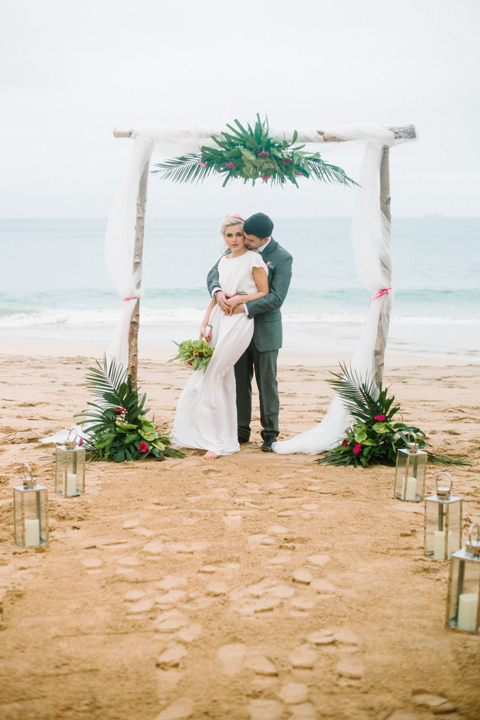a-hot-pink-tropical-wedding-shoot-3