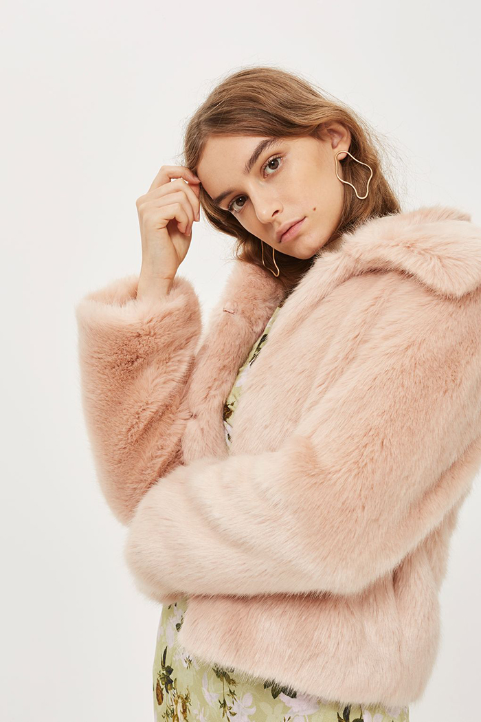 five-outwear-ideas-for-winter-weddings-3