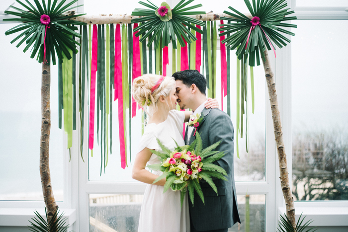ideas-for-a-tropical-wedding-theme-1