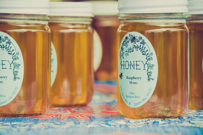 six-uses-for-mason-jars-in-your-wedding-6