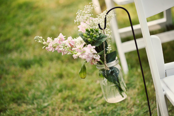 six-uses-for-mason-jars-in-your-wedding-11