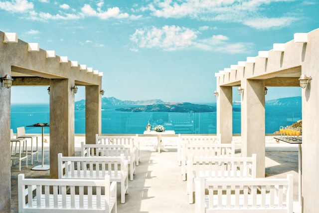 10-intimate-destinations-for-a-wedding-abroad-11