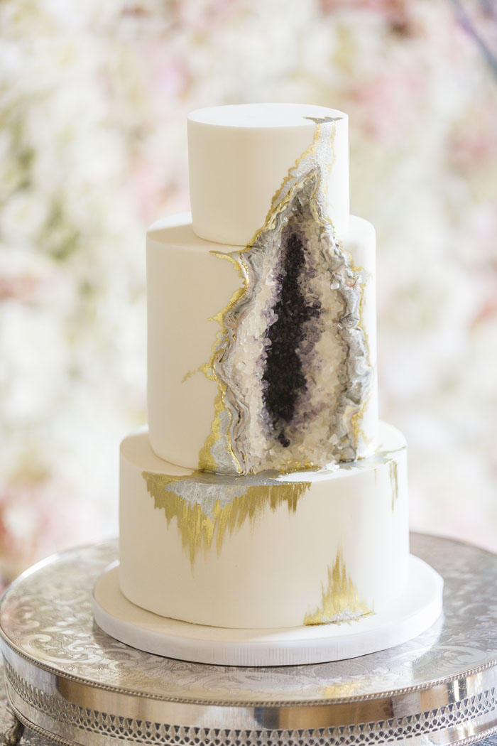 Sensational Styles Of Wedding Cake That Brides Will Love