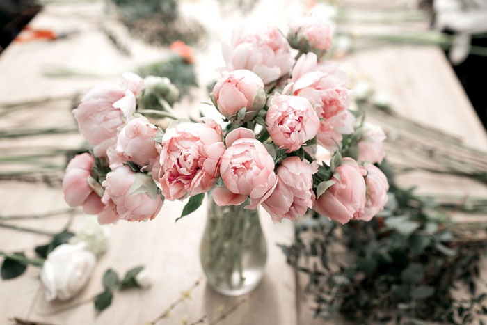 10-ways-to-include-peonies-in-your-wedding-day-12