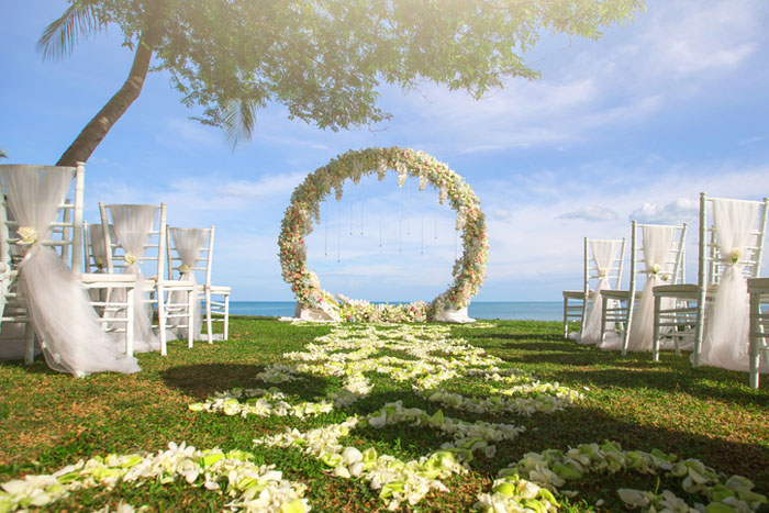 20-beautiful-backdrops-for-your-outdoor-wedding-ceremony-1