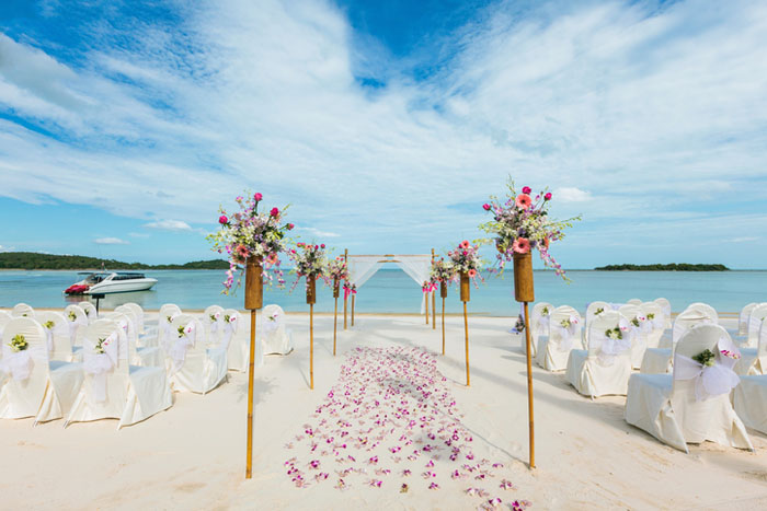 20-beautiful-backdrops-for-your-outdoor-wedding-ceremony-7