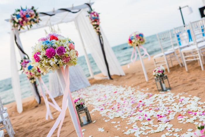 20-beautiful-backdrops-for-your-outdoor-wedding-ceremony-8