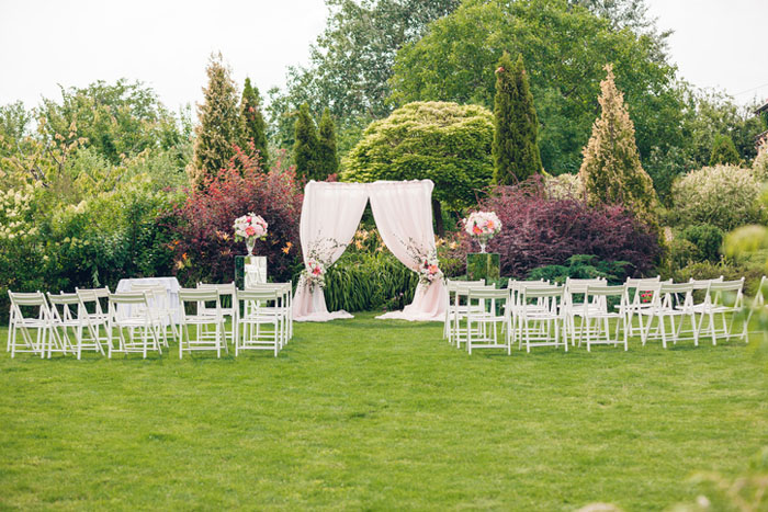 20-beautiful-backdrops-for-your-outdoor-wedding-ceremony-17