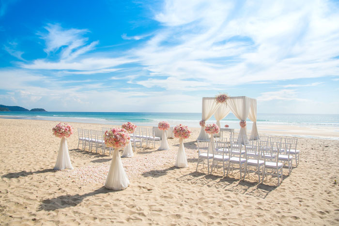 20-beautiful-backdrops-for-your-outdoor-wedding-ceremony-18