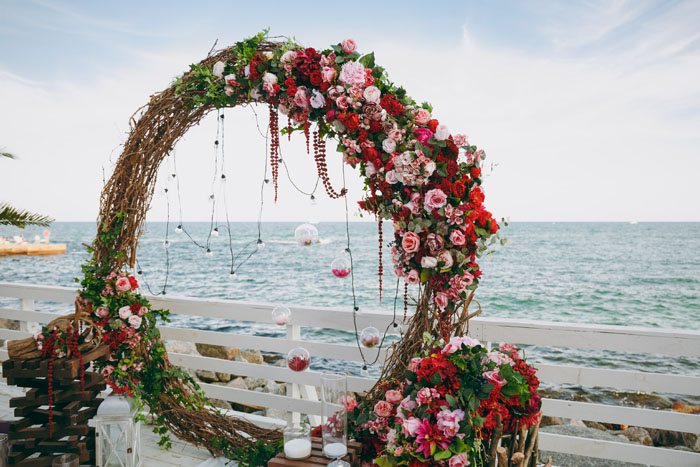 20-beautiful-backdrops-for-your-outdoor-wedding-ceremony-20