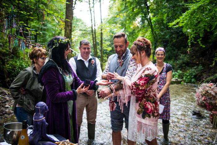 wedding-theme-of-the-month-hand-fasting-ceremonies-2