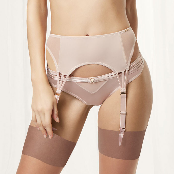 essential-lingerie-garments-for-your-wedding-day-4