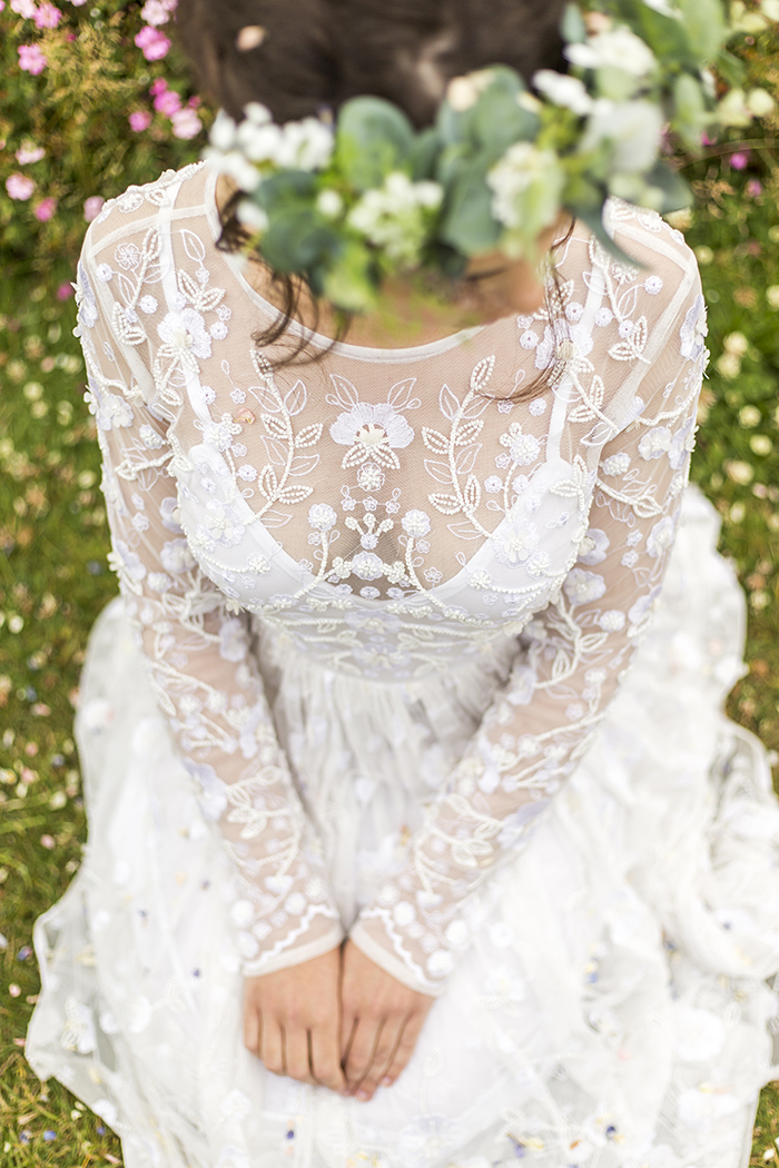 a-minimalist-greenery-themed-boho-bridal-shoot-10
