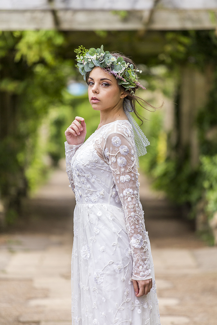 a-minimalist-greenery-themed-boho-bridal-shoot-11