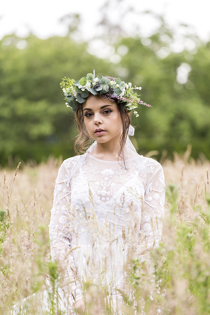 a-minimalist-greenery-themed-boho-bridal-shoot-13