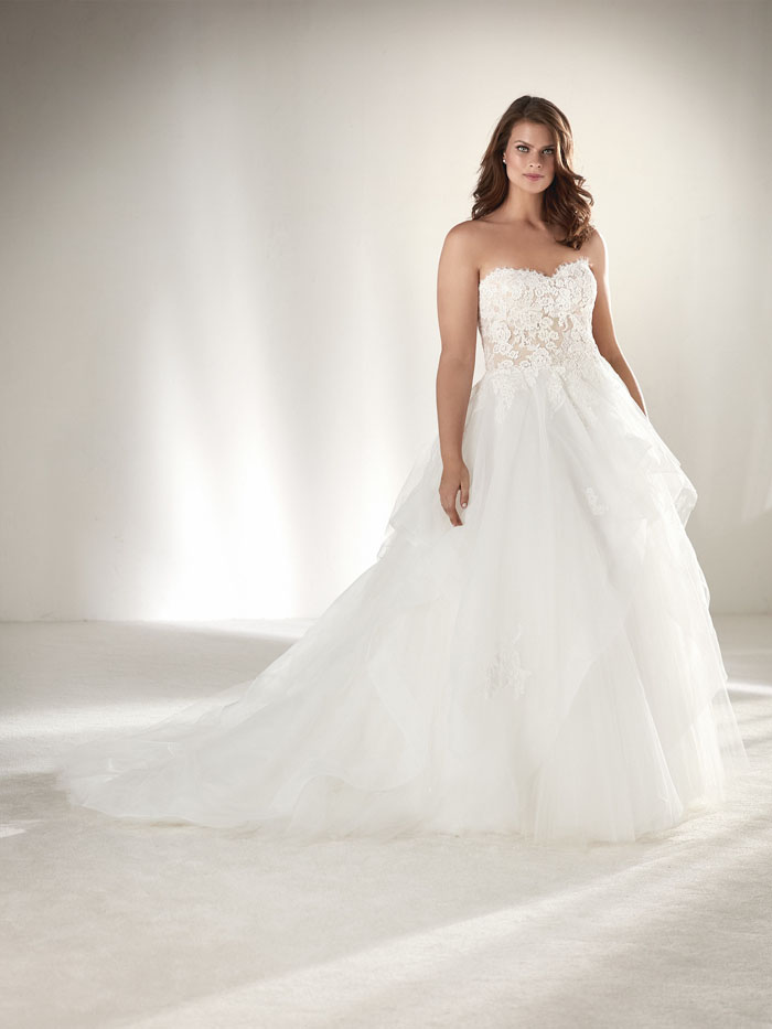 wedding-dresses-for-curvy-brides-6