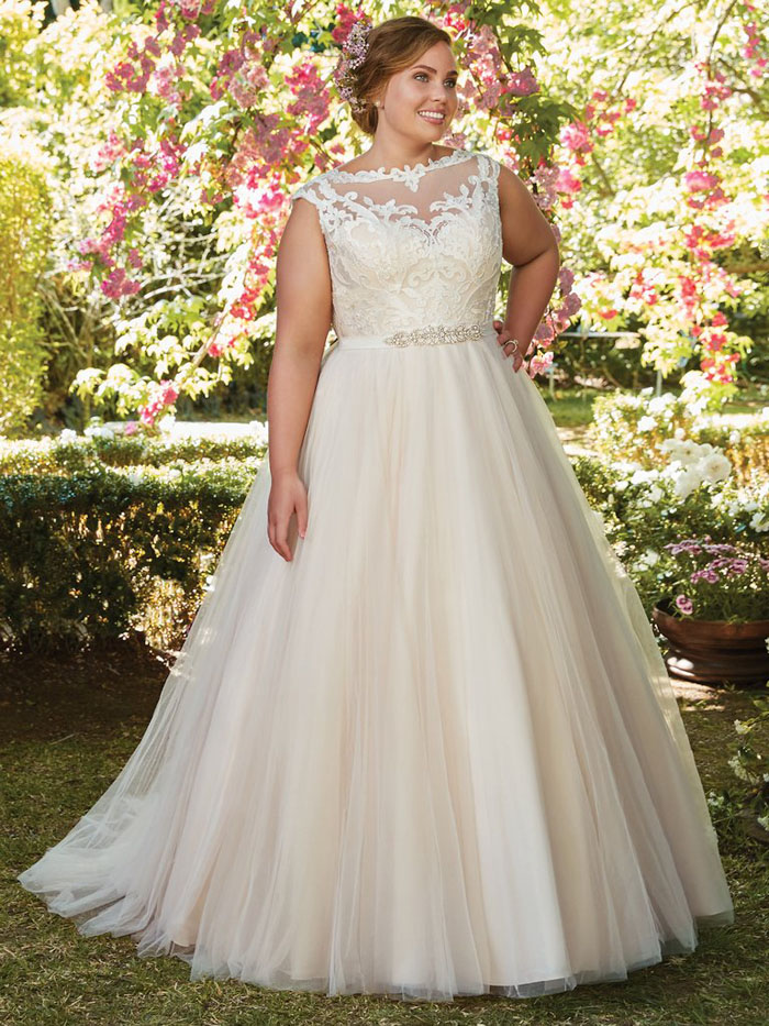 wedding-dresses-for-curvy-brides-16