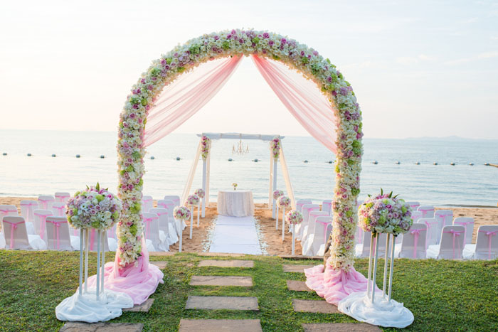 floral-features-for-your-wedding-day-4