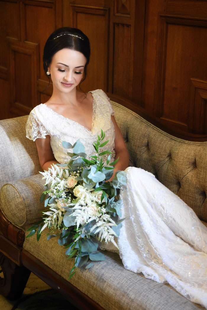 an-oxfordshire-shoot-to-inspire-brides-on-a-budget-2