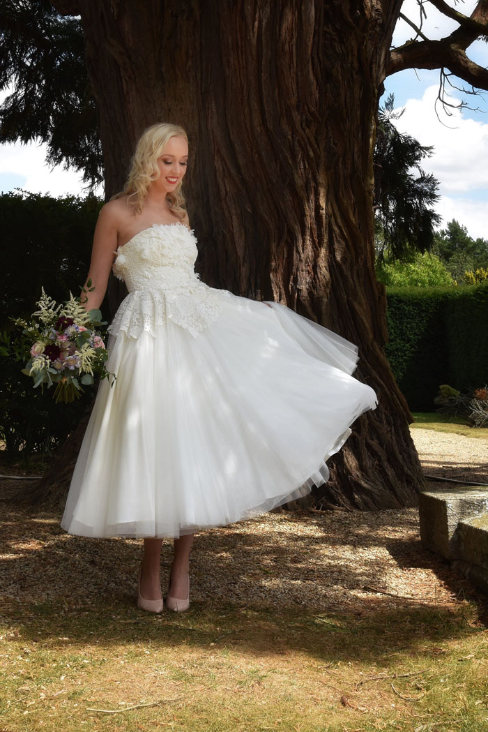 an-oxfordshire-shoot-to-inspire-brides-on-a-budget-9