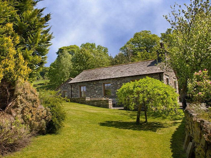 romantic-uk-holiday-cottages-for-the-perfect-post-wedding-retreat-10