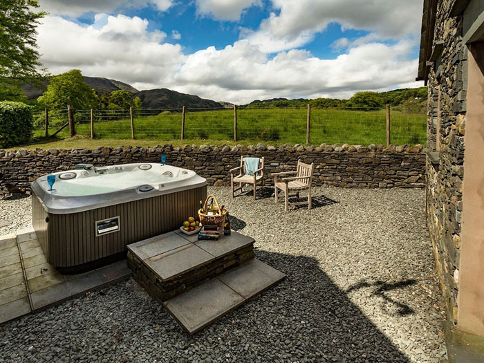 romantic-uk-holiday-cottages-for-the-perfect-post-wedding-retreat-12