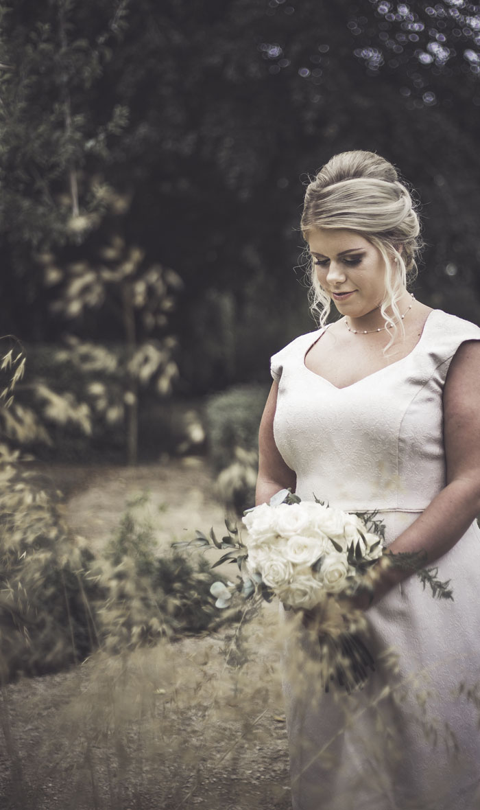 a-styled-bridal-shoot-at-sudbury-house-faringdon-13