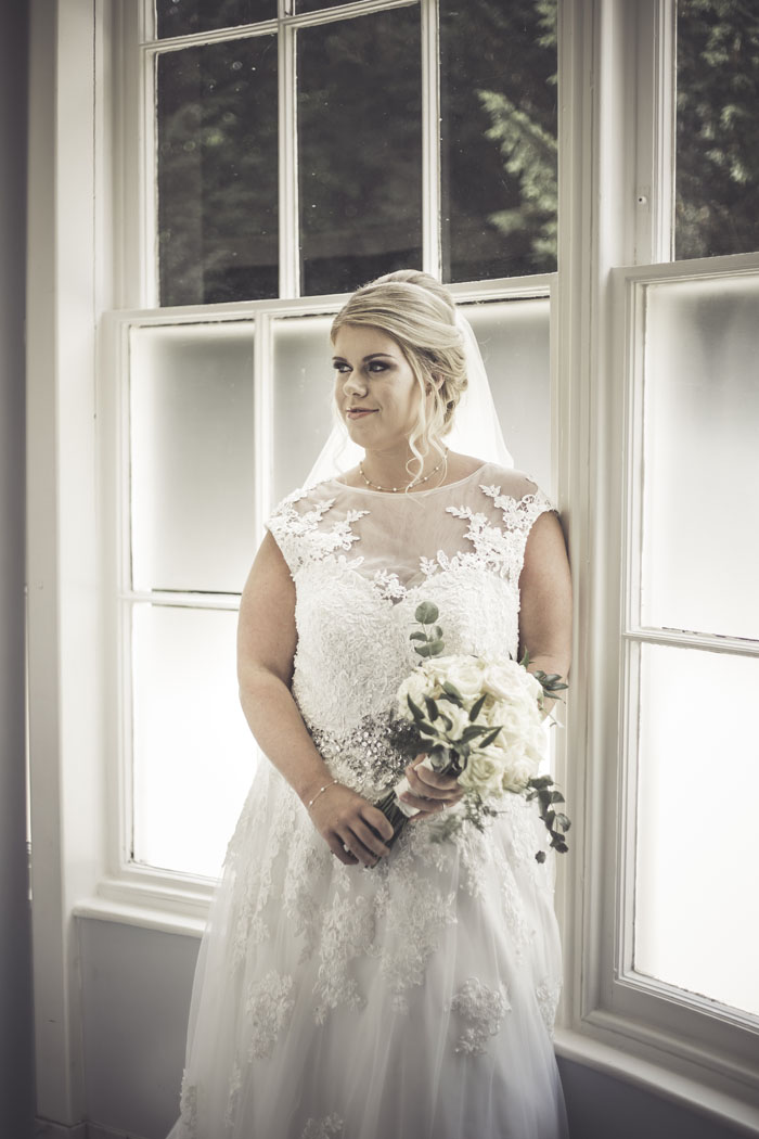 a-styled-bridal-shoot-at-sudbury-house-faringdon-14