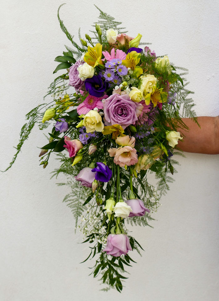 which-wedding-flowers-for-which-season-surrey-sussex-5