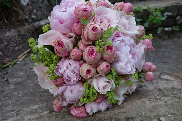 which-wedding-flowers-for-which-season-surrey-sussex-7