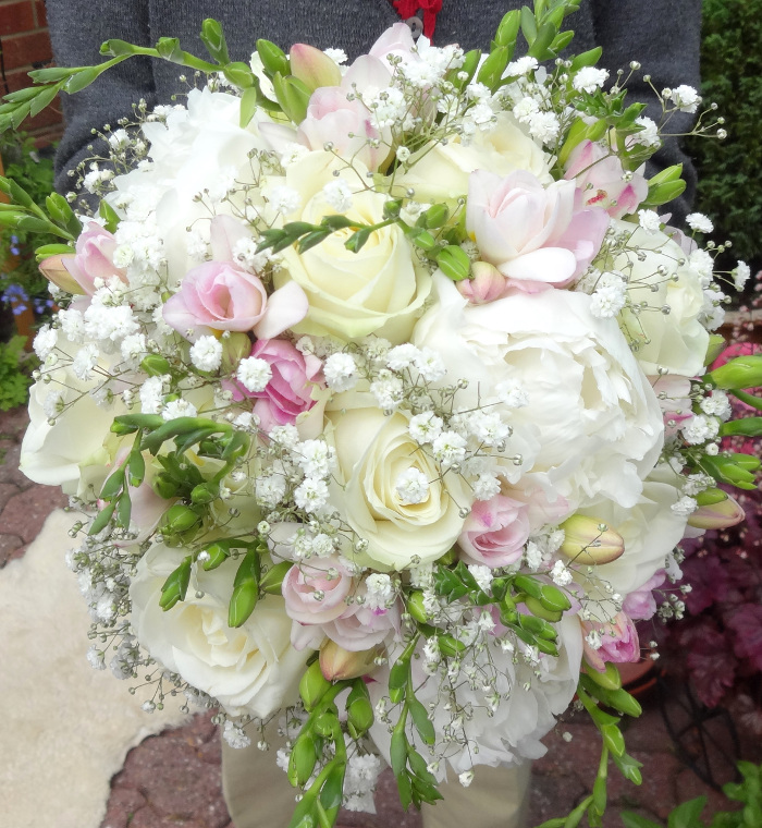 which-wedding-flowers-for-which-season-surrey-sussex-11