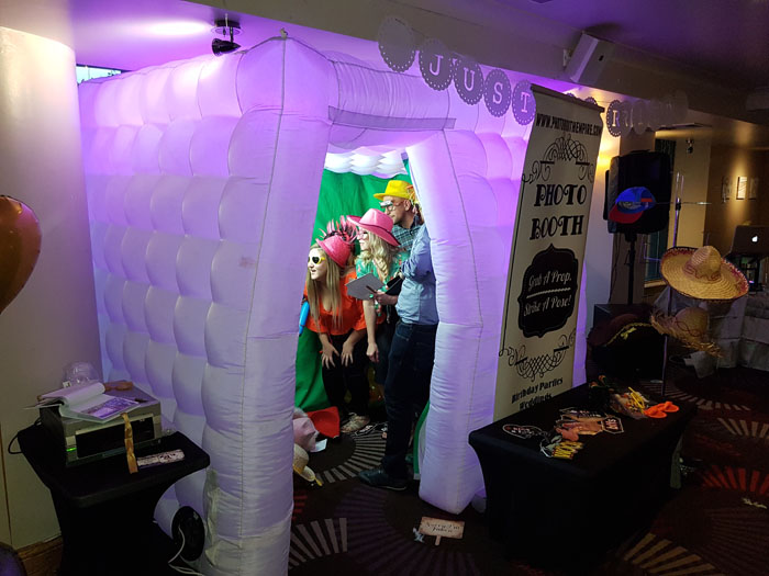 quirky-wedding-photo-booths-in-yorkshire-6
