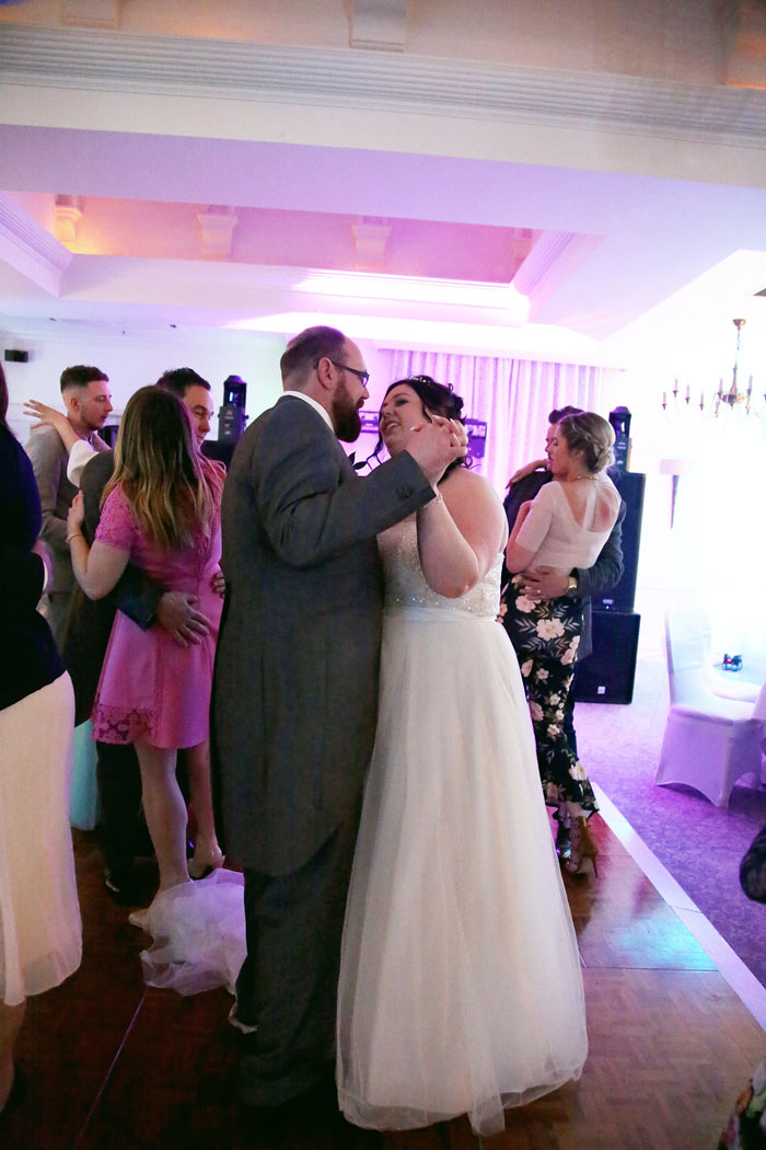 wedding-of-the-week-holiday-inn-east-newport-pagnell-32