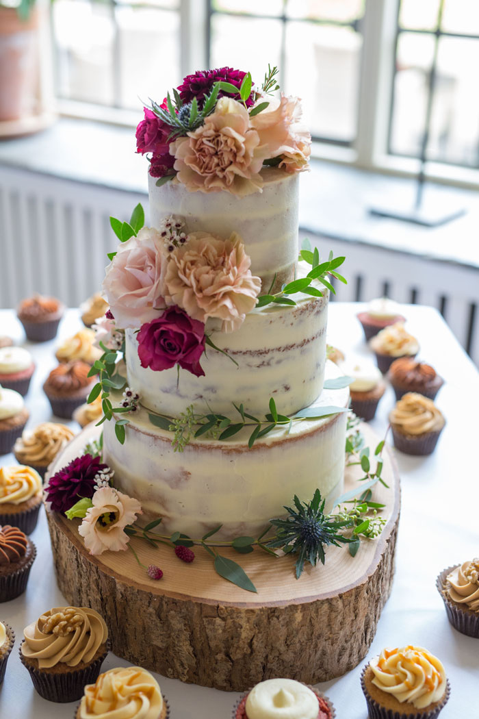 a-vintage-themed-wedding-in-oxfordshire-16