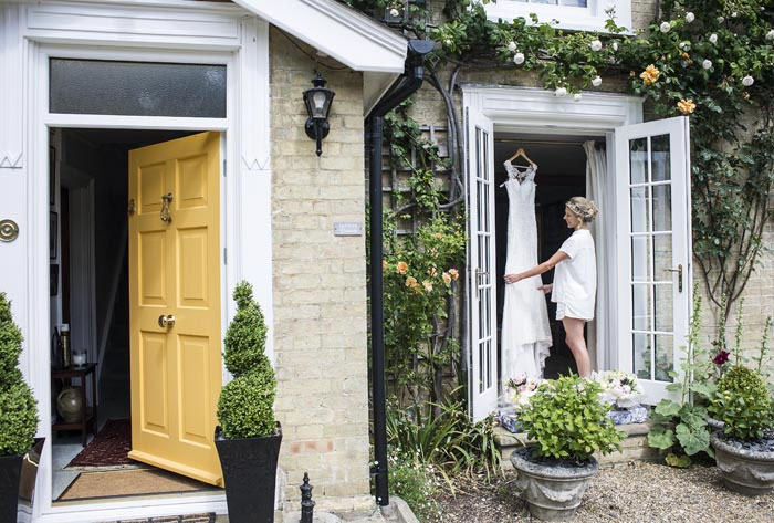 a-relaxed-summer-countryside-wedding-in-suffolk-11