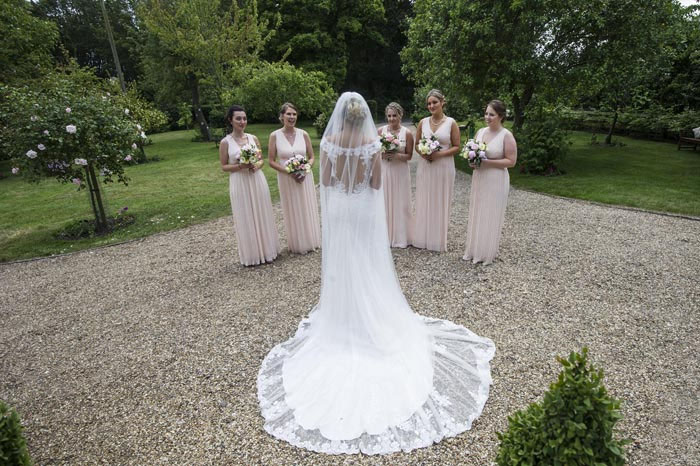 a-relaxed-summer-countryside-wedding-in-suffolk-15