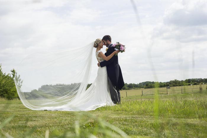 a-relaxed-summer-countryside-wedding-in-suffolk-22