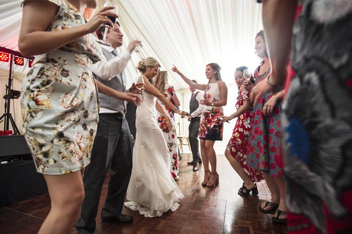 a-relaxed-summer-countryside-wedding-in-suffolk-28