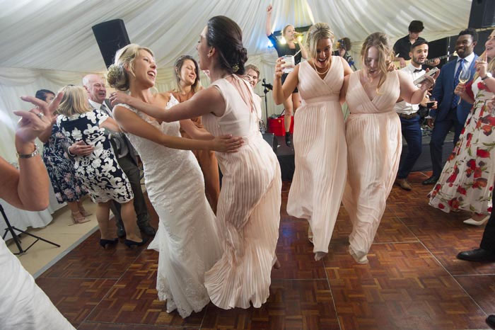 a-relaxed-summer-countryside-wedding-in-suffolk-29
