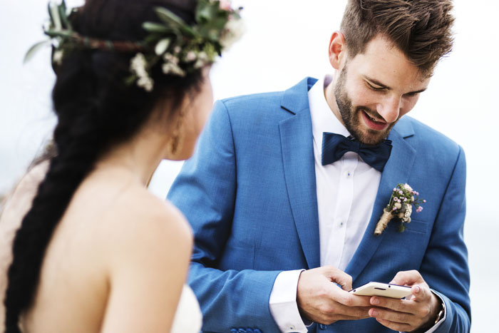 nearly-half-of-brits-check-their-mobile-social-media-on-their-wedding-day-2