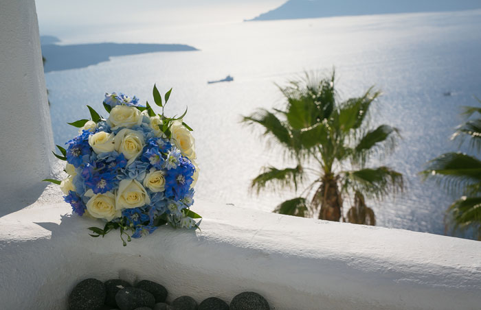 a-blue-and-white-destination-wedding-in-santorini-11