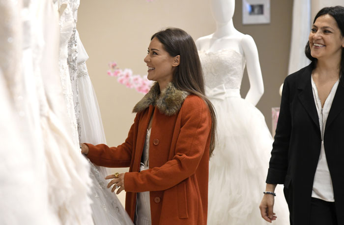 made-in-chelsea-louise-thompson-spotted-wedding-dress-shopping-3