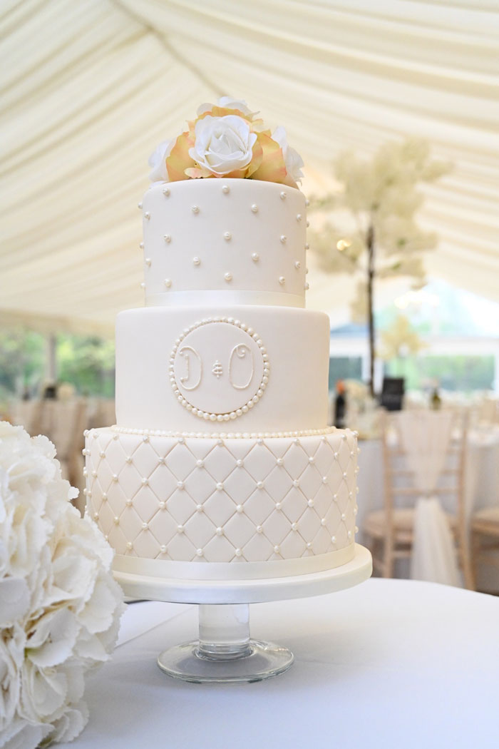 take-your-pick-from-these-couples-wedding-cakes-9