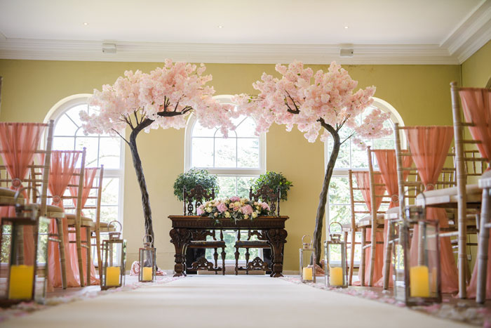 a-classic-spring-wedding-at-braxted-park-essex-5